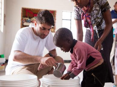 tanzania-2015-food-clothing-distribution-10