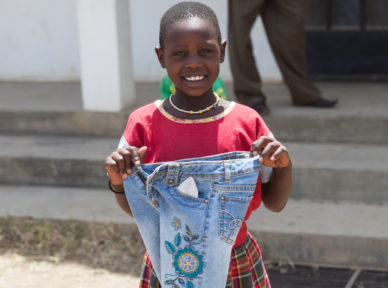 tanzania-2015-food-clothing-distribution-211