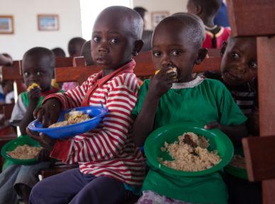 tanzania-2015-food-clothing-distribution-36